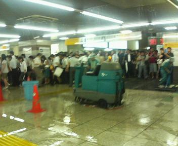 東京駅浸水中